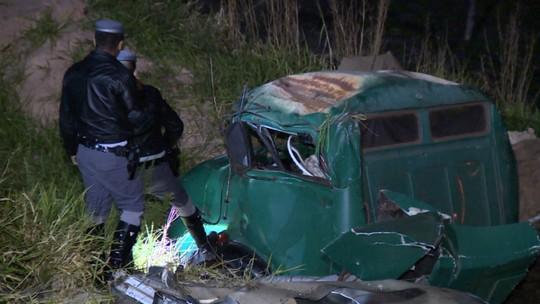 Acidente entre dois caminhões tem um ferido; motorista disse aos policiais que dormiu ao volante