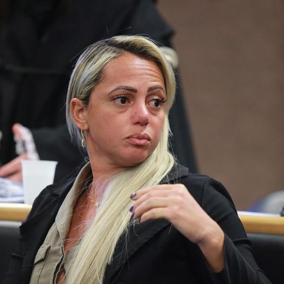 Adriana de Almeida em 15 de dezembro de 2016, último dia de seu julgamento, que a condenou a uma pena de prisão de 20 anos (Foto: ROBERTO MOREYRA/AGÊNCIA O GLOBO)
