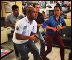 Dudu Azevedo, Max Fercondini e Thaíssa Carvalho recebem orientações | Arquivo pessoal