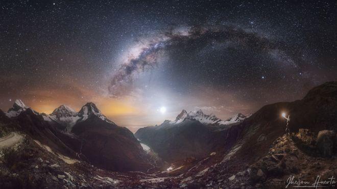 As montanhas cobertas de neve de Huascarán e Huandoy, na Cordilheira Branca, no Peru (Foto: JHEISON HUERTA via BBC)