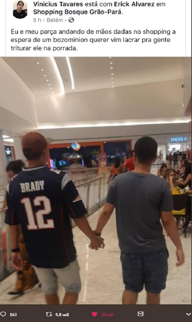 Homens héteros dão as mãos contra homofobia (Foto: Reprodução )