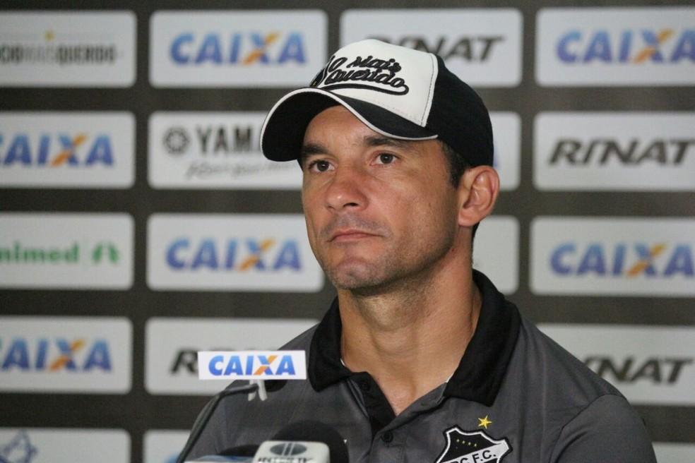 Técnico do Alvinegro acredita que fator físico não será problema na partida (Foto: Andrei Torres/ABC FC)