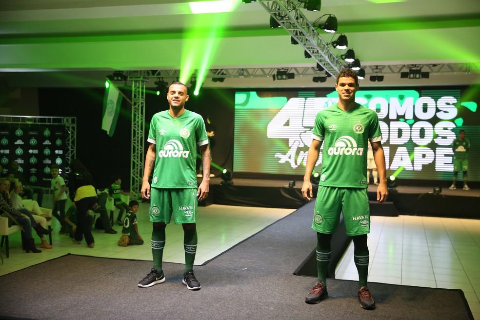 Lançamento da camisa ocorreu nesta quinta-feira (Foto: Sirli Freitas/Chapecoense)
