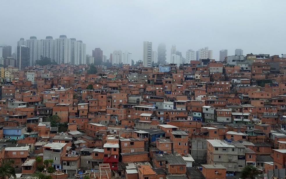 Paraisópolis, segunda maior favela de São Paulo, é vizinha de área nobre  (Foto: Felipe Souza/BBC Brasil)