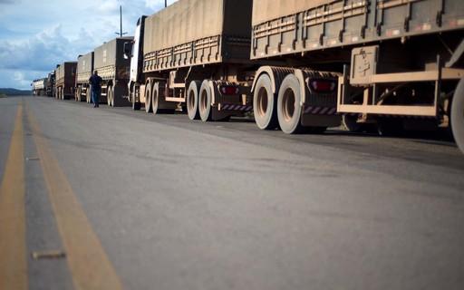Para garantir caminhões nas estradas, governo define postos, restaurantes e oficinas como essenciais na pandemia