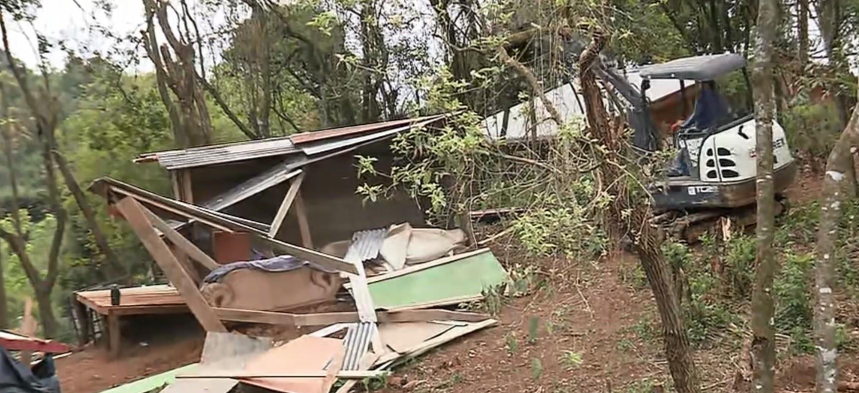 PM cumpre reintegração de posse em terrenos em Almirante Tamandaré, e 68 famílias deixam ocupação
