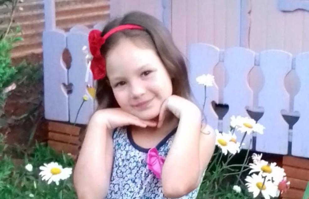 Menina de 8 anos morreu enforcada em corda de balanço, em Cascavel — Foto: Arquivo pessoal