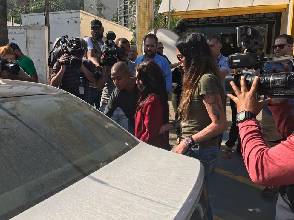 Renata, que trabalhava como secretária do médico Denis Cesar Barros Furtado, foi presa em flagrante (Foto: Alba Valéria Mendonça/ G1)