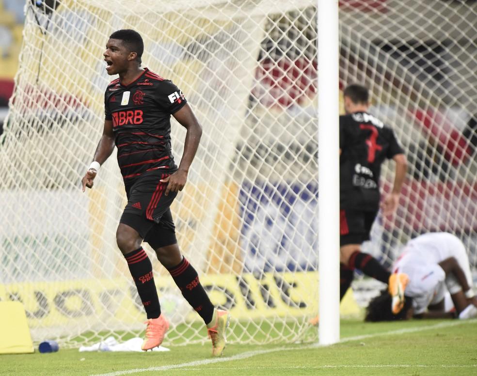 Lincoln comemora gol pelo Flamengo — Foto: André Durão