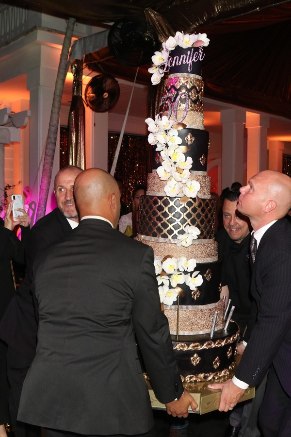 Miami, FL - Jennifer Lopez pictured at the Jennifer Lopez 50th Birthday Celebration at the Gloria Estefan Estate on Star Island in Miami. Pictured: Jennifer Lopez' Birthday Cake BACKGRID USA 25 JULY 2019 BYLINE MUST READ: MediaPunch / BACKGRID (Foto: MediaPunch / BACKGRID)