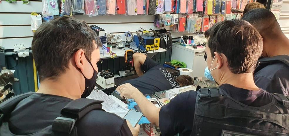 Polícia Civil faz operação contra venda de celulares roubados na Rodoviária do Plano Piloto, em Brasília — Foto: Polícia Civil/Divulgação