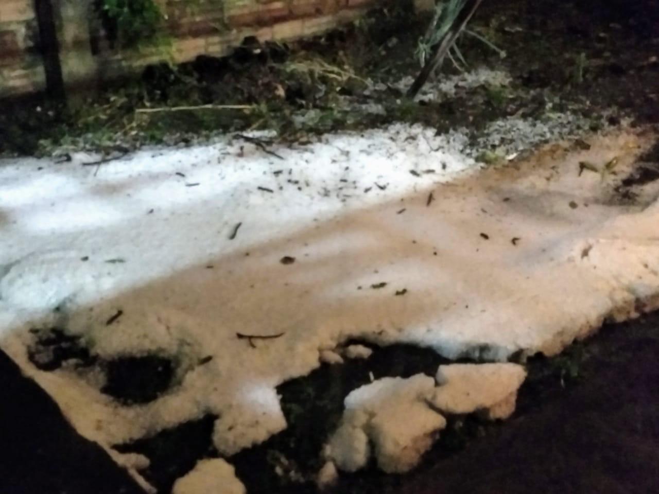Chuva forte e granizo causam alagamentos e estragos, em Curitiba; VÍDEOS - Notícias - Plantão Diário