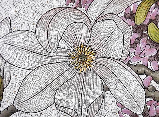 A riqueza de detalhes nos mosaicos de vidro é surpreendente (Foto: Divulgação/Transporte metropolitano de Nova York)