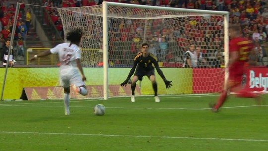 Técnico da Bélgica corta Benteke e mantém Kompany na lista final para Copa