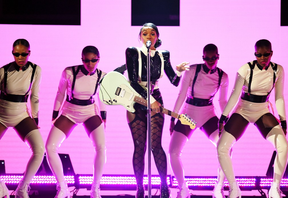 Janelle Monae se apresenta no palco do Grammy 2019 — Foto: KEVIN WINTER / GETTY IMAGES NORTH AMERICA / AFP