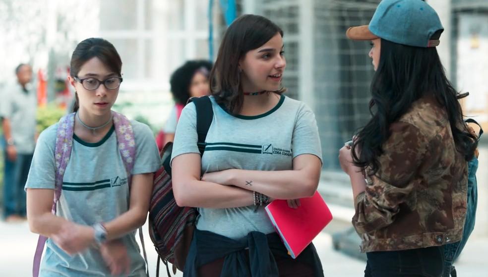 K1 (Talita Younan) procura Keyla (Gabriela Medvedovski) em 'Malhação - Viva a Diferença' — Foto: Globo