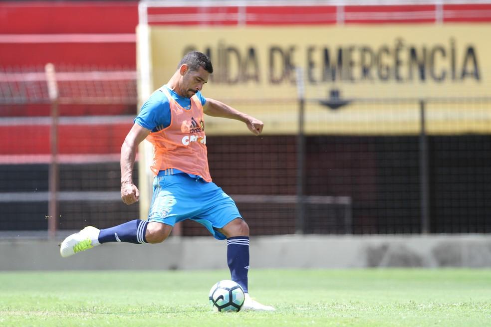 São Paulo anuncia a contratação de Diego Souza
