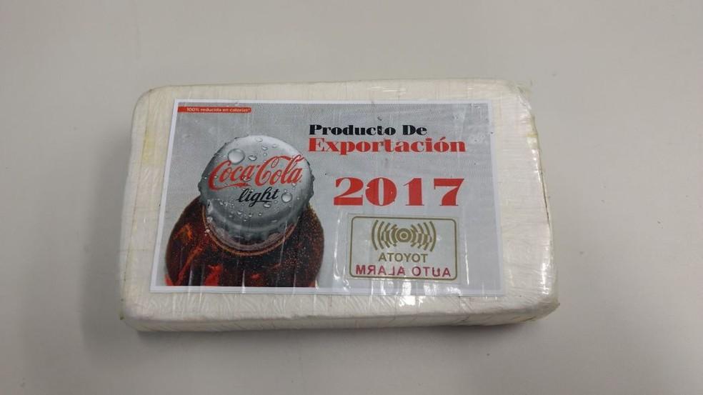 Tablete de cocaína em pó estava em embalagem que chamou a atenção da polícia, no Recife (Foto: Divulgação/Polícia Civil)