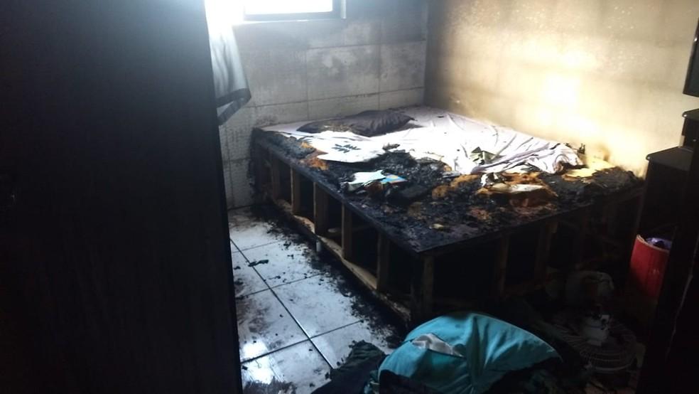 Após o incêndio, vítima perdeu móveis e eletrodomésticos, segundo a delegada que investiga o caso, em João Pessoa — Foto: Delegacia da Mulher da Zona Sul-JP/Polícia Civil/Divulgação