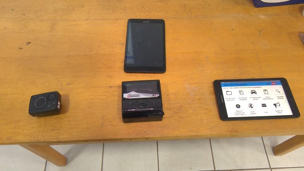 Kit conta com tablet, impressora e câmera.  — Foto: Magda Oliveira/G1