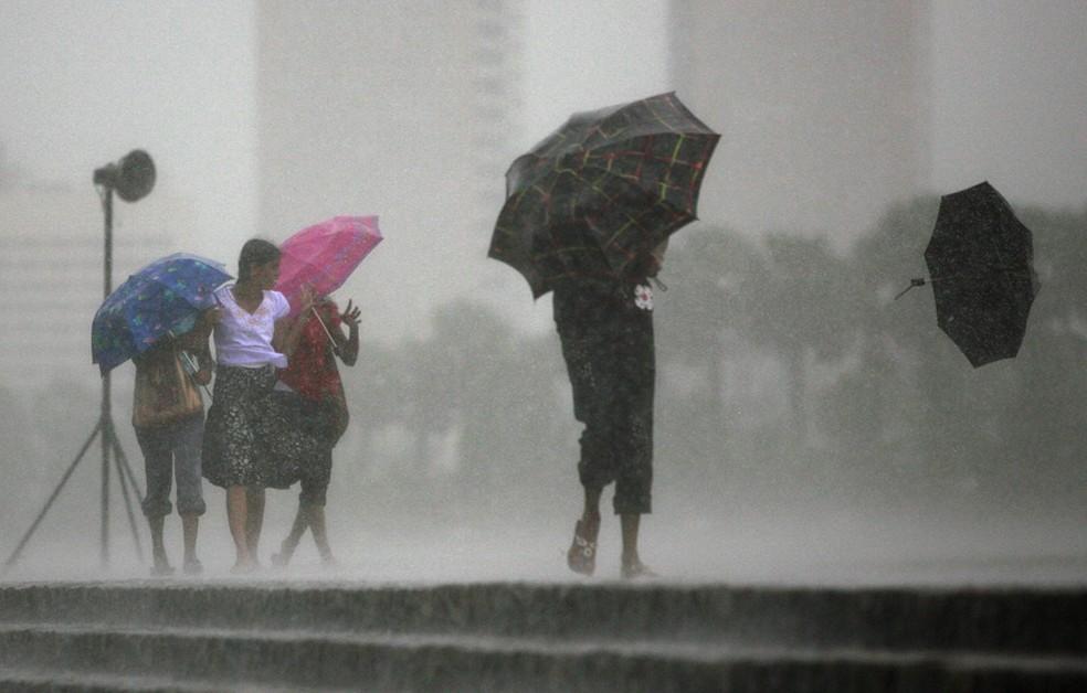 -  Ceará pode ter chuva com raio e vento forte até esta sexta, alerta Inmet  Foto: Andrew Caballero-Reynolds/Reuters