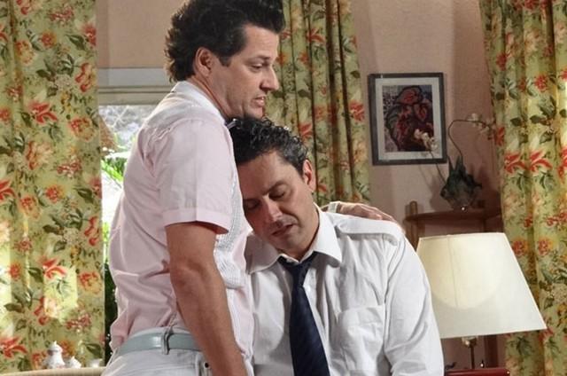 Marcelo Serrado (Crô) e Alexandre Nero (Baltazar) em cena de 'Fina estampa' (Foto: Reprodução)