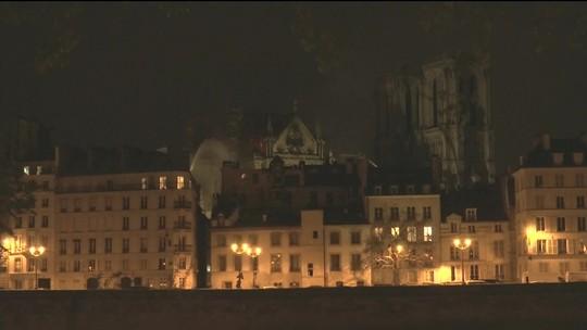 Catedral de Notre-Dame será reconstruída, diz presidente da França