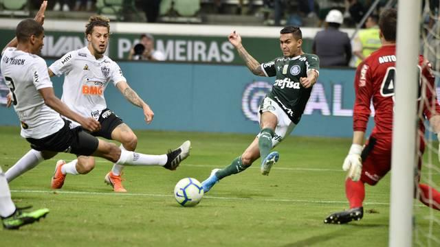 Dudu faz o gol do Palmeiras contra o Atletico-MG