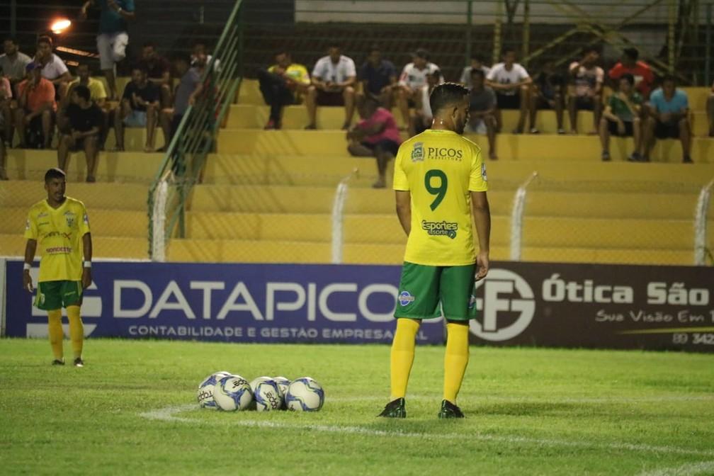 Raphael Freitas desfalca o Picos  — Foto: Josiel Martins
