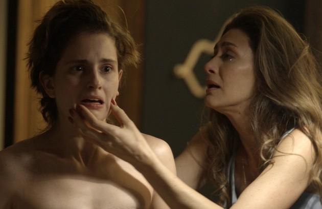 Maria Fernanda Cândido gostaria de rever a cena em que Joyce flagra Ivana cortando os cabelos: 'Para ela, representa perder a filha que ela sempre sonhou' (Foto: Reprodução)