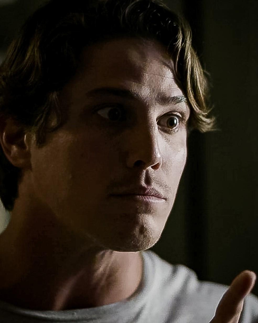 Rui (Romulo Arantes Neto) dá a entender que vai atentar contra a vida de Filipe (Pedro Novaes) em 'Malhação - Toda Forma de Amar' — Foto: Globo