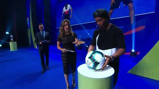 Ronaldinho Gaúcho apresenta bola oficial da Copa América 2019