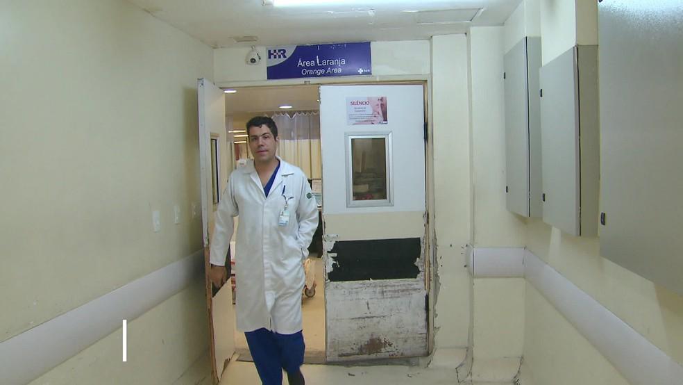 Petrus Andrade Lima é cirurgião no Hospital da Restauração, no Centro do Recife — Foto: Reprodução/TV Globo