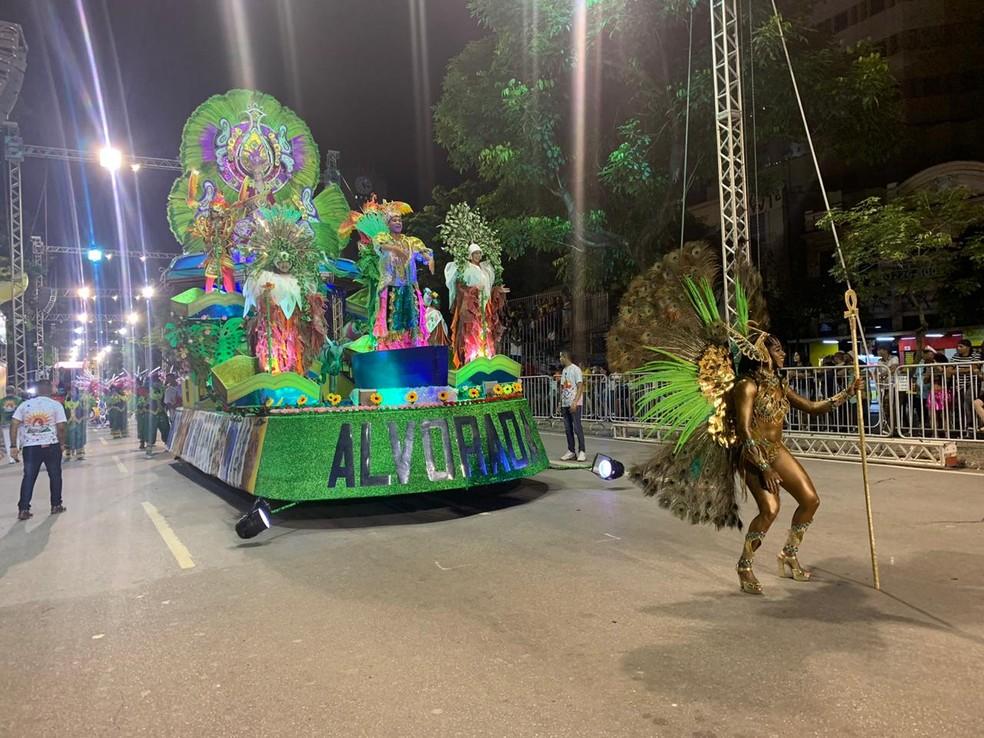 Carro alegórico da Canto da Alvorada — Foto: Nilton Júnior/G1