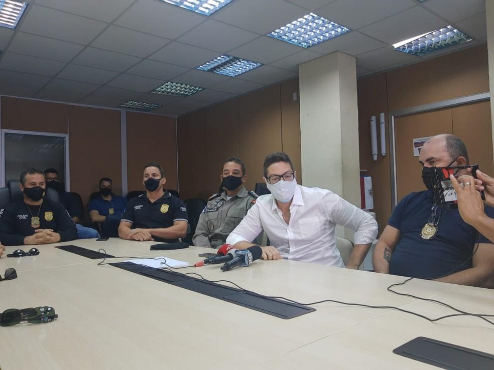 Delegados deram detalhes do resgate da mulher mantida em cárcere privado em Arapiraca, AL — Foto: João Vitor Ferreira/G1