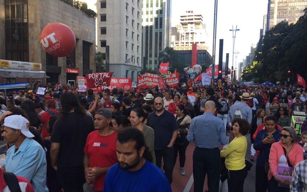 Movimentos sociais e sindicais protestam contra a reforma na previdência e trabalhista na tarde desta sexta (31) (Foto: Paulo Toledo Piza/G1)