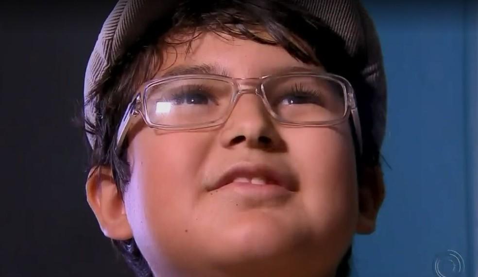 Pedro tem 8 anos e estuda em escola pública de Bauru  (Foto: TV TEM / Reprodução )