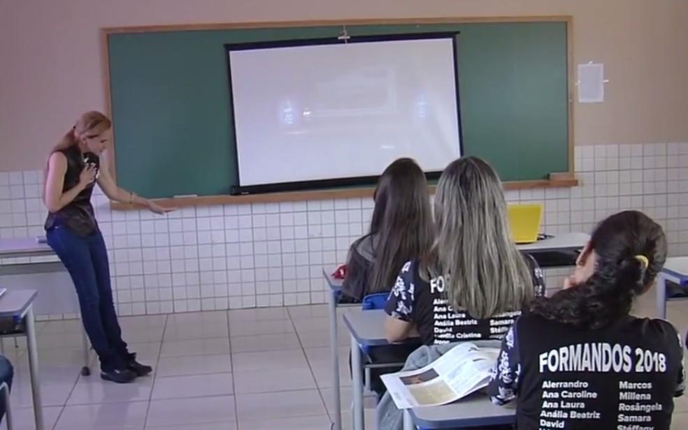 Escola recebe vídeos do Aulão do Enem, em Leopoldo de Bulhões, Goiás — Foto: Reprodução/TV Anhanguera