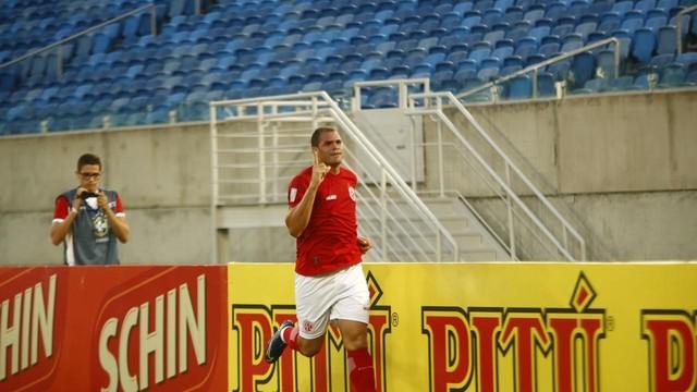 Wallace Pernambucano comemora gol