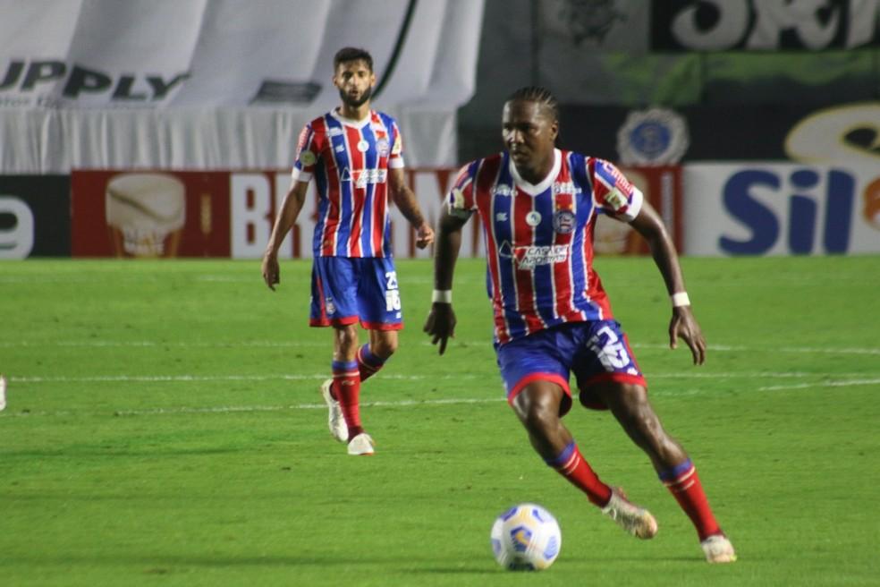 Hugo Rodallega em ação pelo Bahia no jogo contra o Santos — Foto: Bruno Queiroz/Divulgação/E.C. Bahia