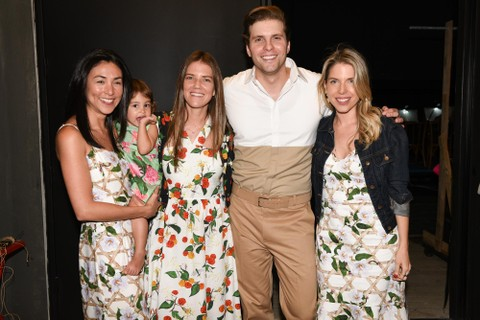 As fundadoras da Isolda, Maya Pope e Juliana Affonso Ferreira, com Thiago Françoso e Marcella Kanner, diretora de marketing da gigante de fast-fashion
