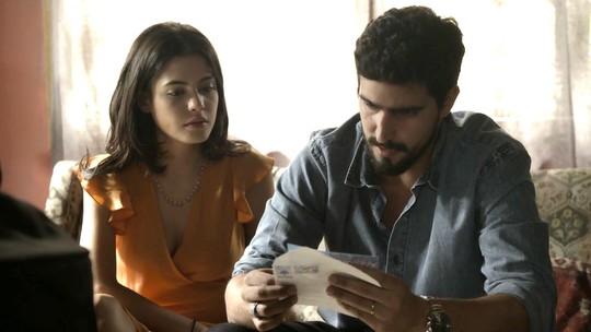 Laila e Jamil recebem mensagem suspeita: 'Aproveitem a felicidade'