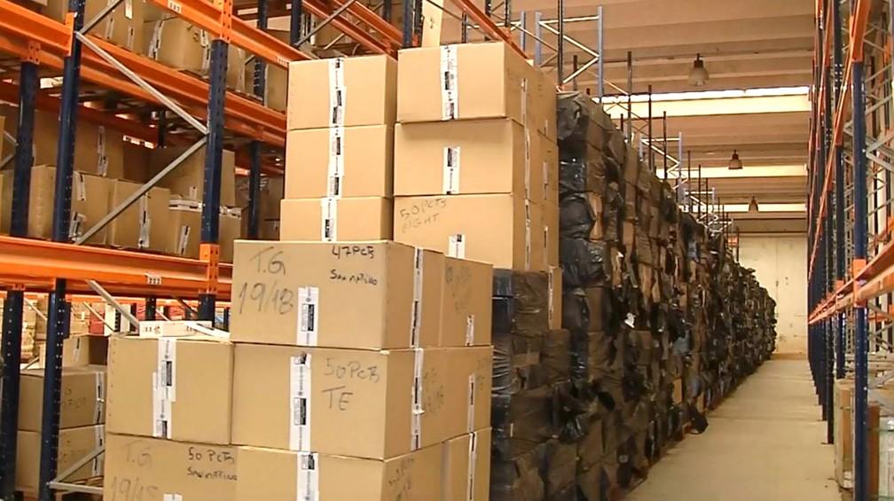 Galpões da Receita ficam lotados com caixas de cigarros ilegal: 4,3 milhões de maços apreendidos até outubro — Foto: TV TEM/Reprodução