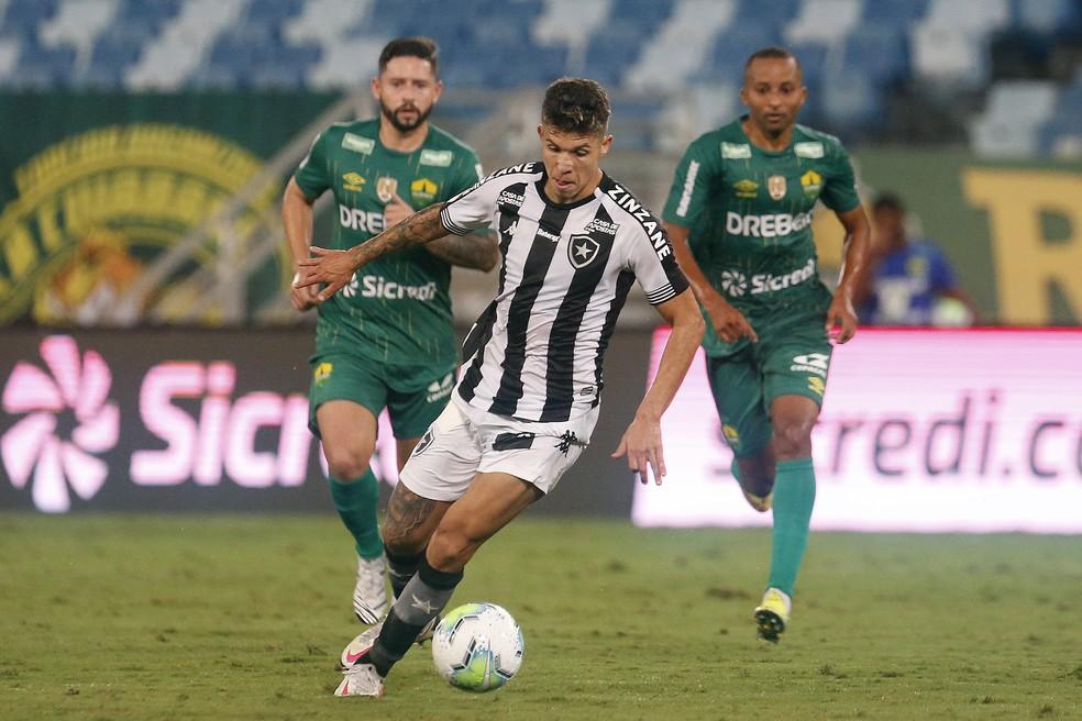 Meia tem a maior participação em gols do time em 2020 — Foto: Vitor Silva/Botafogo