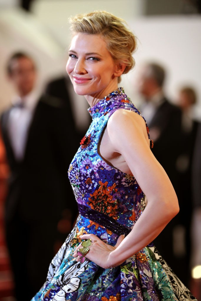 Cate Blanchett veste Mary Katrantzou no terceiro dia de Cannes 2018 (Foto: Getty Images)