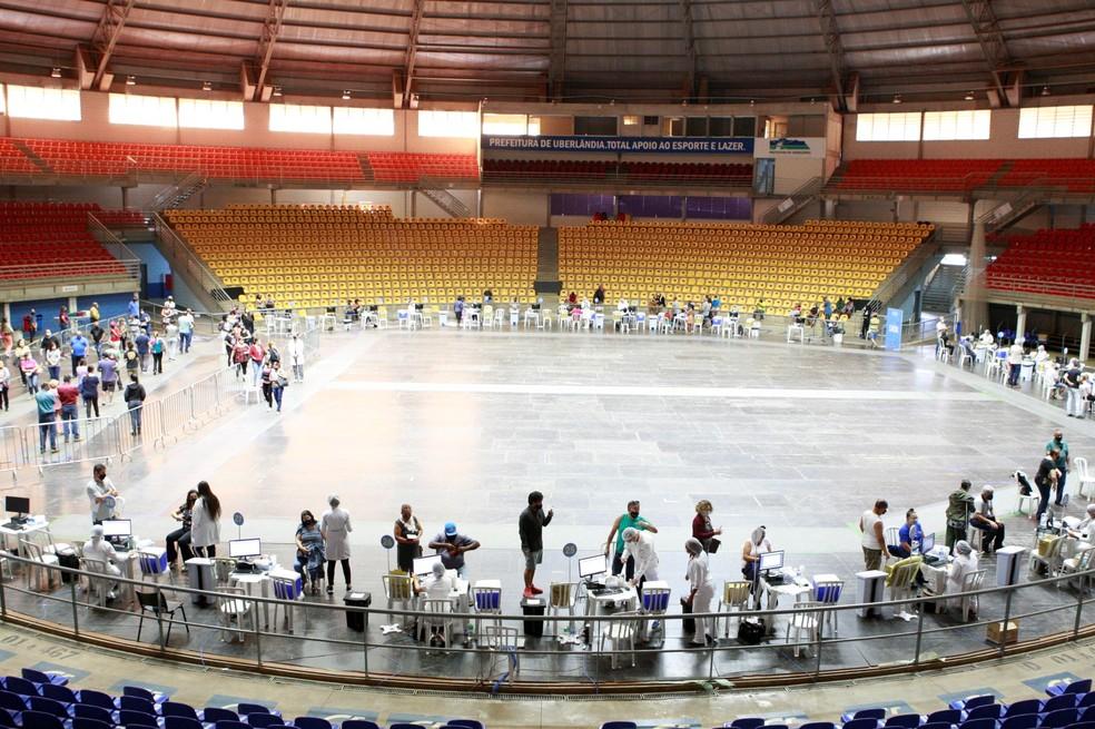 Vacinação contra a Covid-19 na Arena Sabiazinho em 01/07/2021 — Foto: Cleiton Borges/Secretaria de Governo e Comunicação / PMU