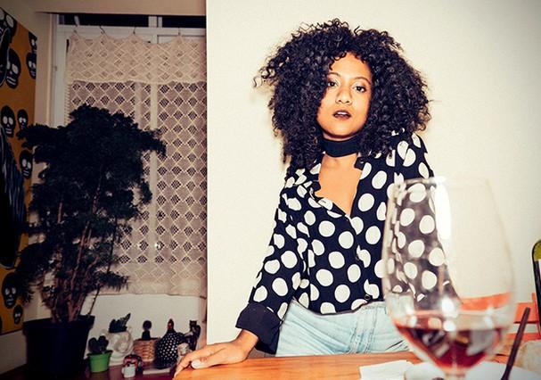 @mequetrefismos Luiza Brasil é jornalista, fashionista,  crespa assumida e ativista racial. Aqui, na coluna Caixa Preta, compartilhará insights sobre moda, comportamento y otras cositas más...  (Foto: .)