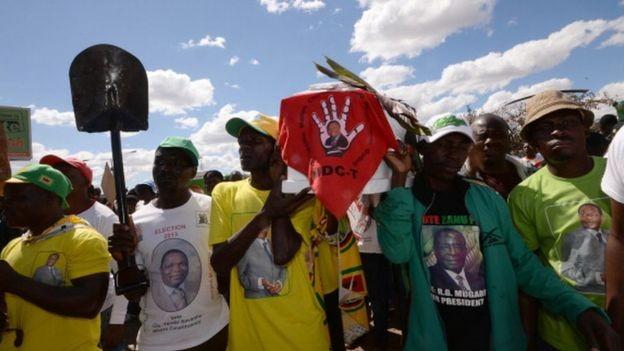 Mnangagwa não é muito benquisto pela base de seu próprio partido (Foto: Getty Images via BBC)