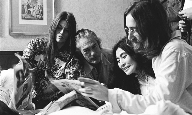 Leary e sua mulher, Rosemary, com John Lennon e Yoko Ono