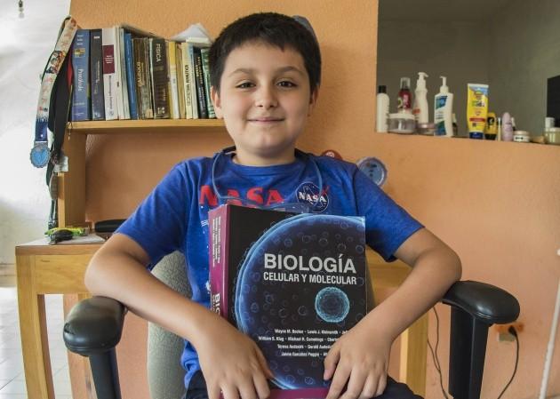 Carlos Santamaría, de 12 anos. O mais jovem estudante da Universidad Nacional Autónoma de México (Foto: UNAM)